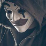 persona con mascara - fraude online - paycomet